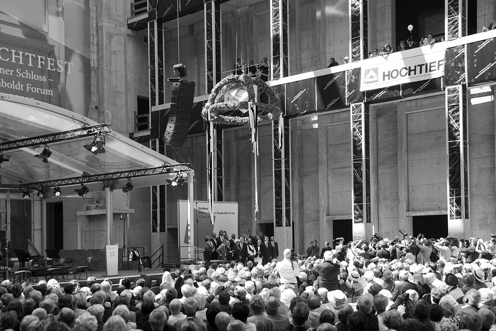 Der Richtkranz wird zur Kuppel gehoben. Foto: Fabian Fröhlich