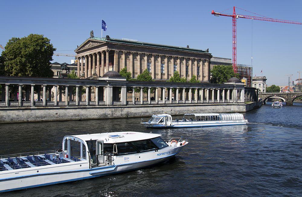 Blick auf die Museumsinsel Berlin und die Spree