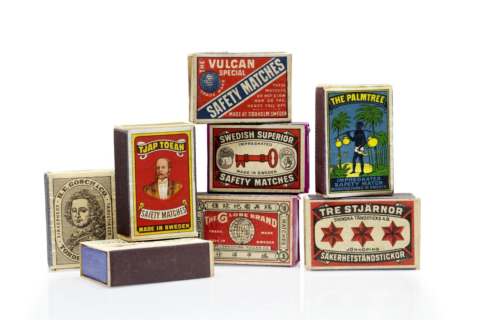 Verschiedene Etikettenmotive für die Streichholzschachteln der Firma Jönköpings Tändstickfabrik, ca. 1890 – 1960. © Tändsticksmuseet Jonköping. Foto: Ute Franz-Scarciglia