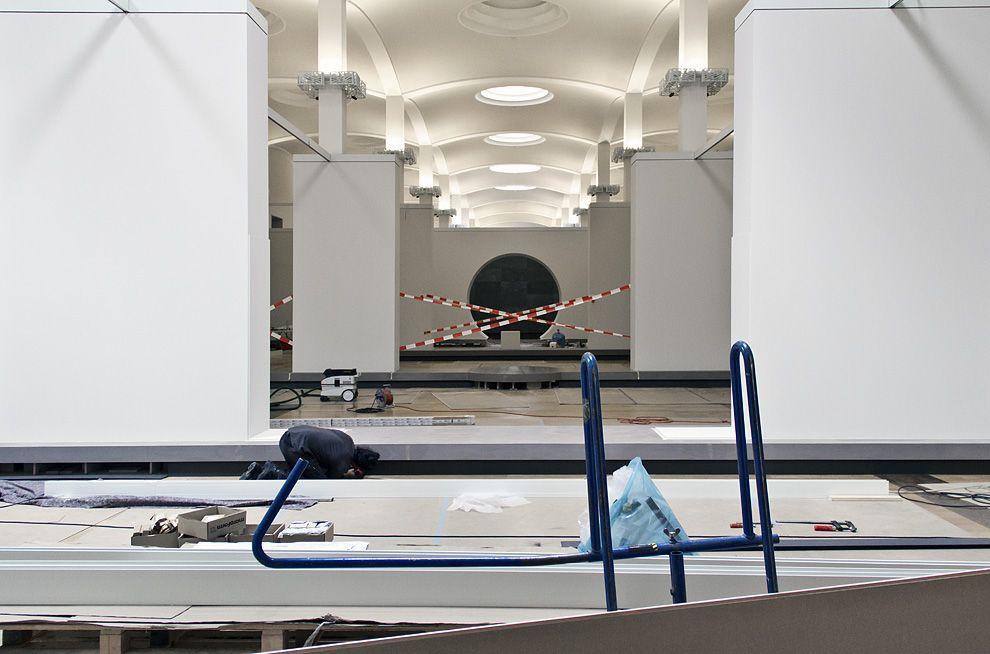 Ein kurzer Blick noch in die Ausstellungsarchitektur der benachbarten Wandelhalle. Foto: Fabian Fröhlich