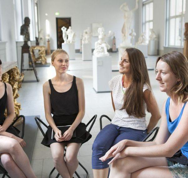 Die Studierenden im Interview, v.l.n.r.: Leonie Cujé, Jennifer Heidtke, Beatrice Miersch, Katharina Steegmans. Foto: Juliane Eirich