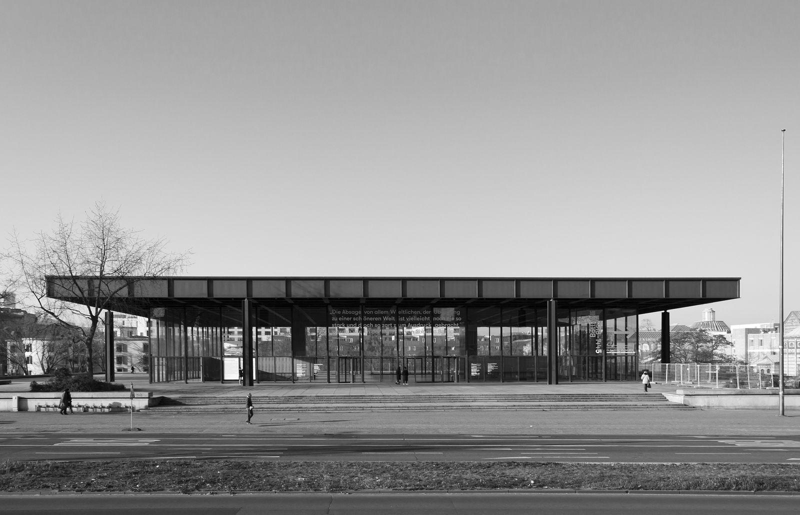 Blick über die Potsdamer Straße auf die Neue Nationalgalerie