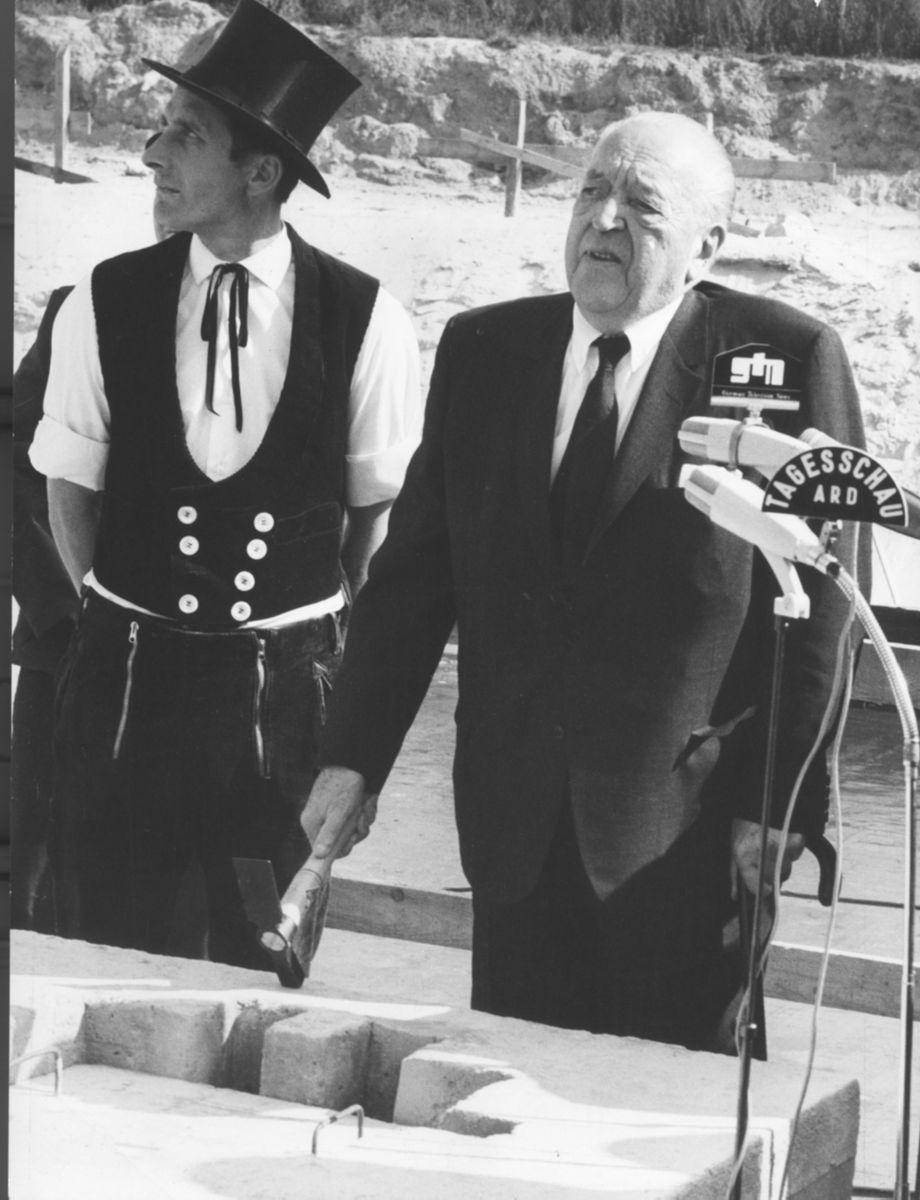 Ludwig Mies van der Rohe bei der Grundsteinlegung der Neuen Nationalgalerie am 22.09.1965 (c) bpk / Nationalgalerie, SMB / Reinhard Friedrich