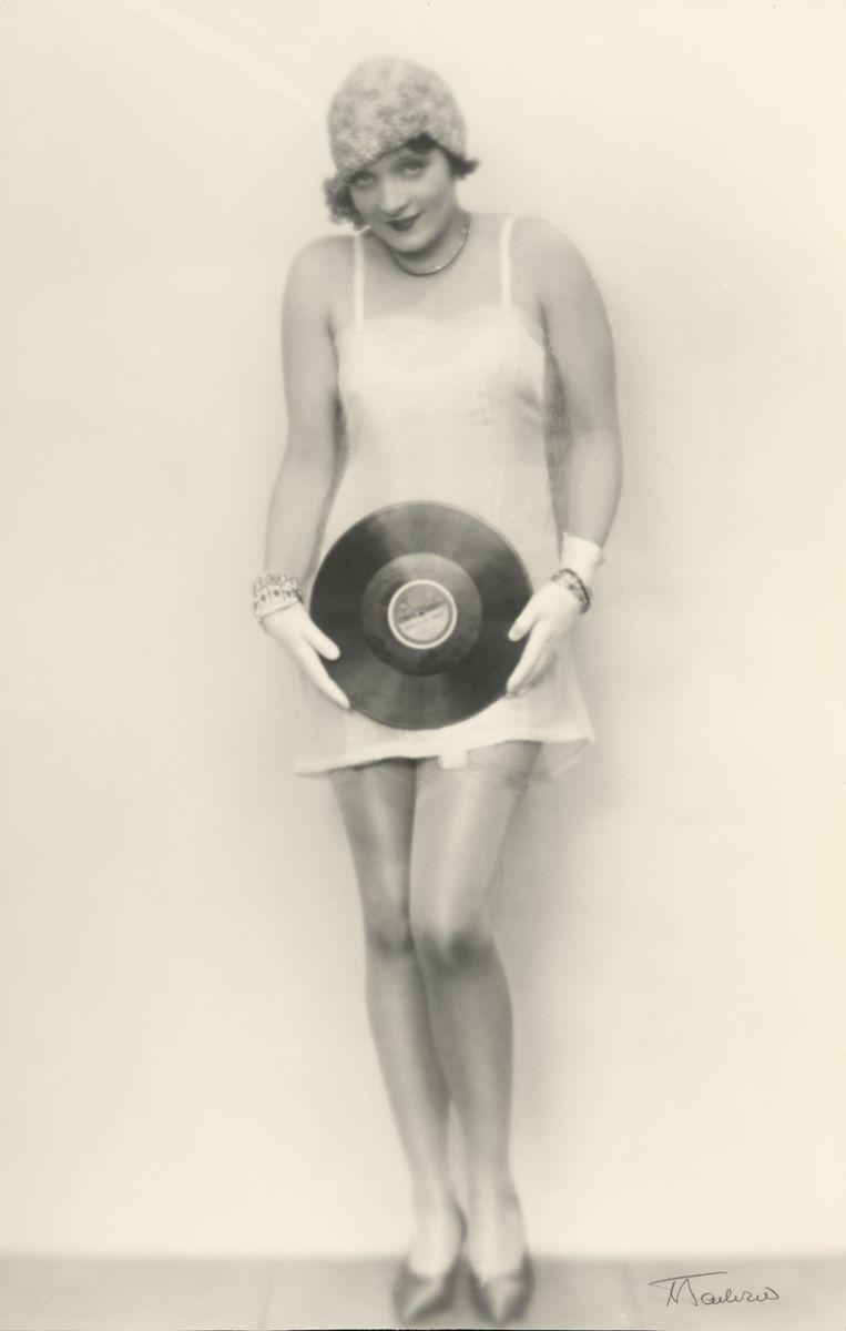 Martin Badekow (1892-1961)  Marlene Dietrich, 1926-1927  Silbergelatinepapier, Schenkung 2006 (c) Staatliche Museen zu Berlin, Kunstbibliothek