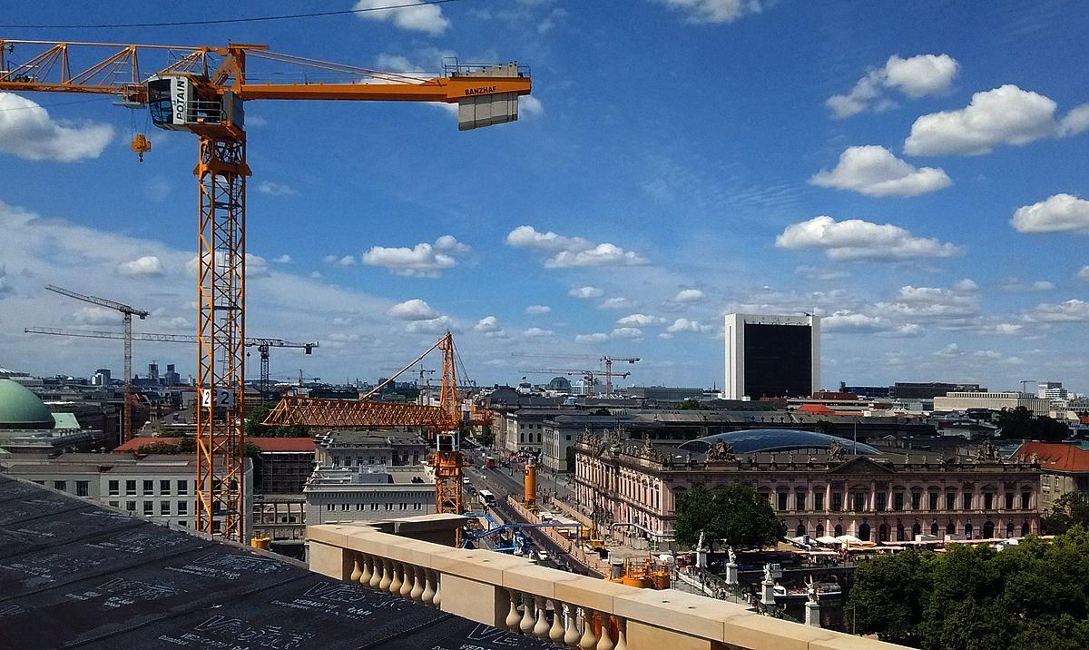 Tag der offenen Baustelle im Berliner Schloss 2016: Blick von der Dachterrasse auf das Deutsche Historische Museum