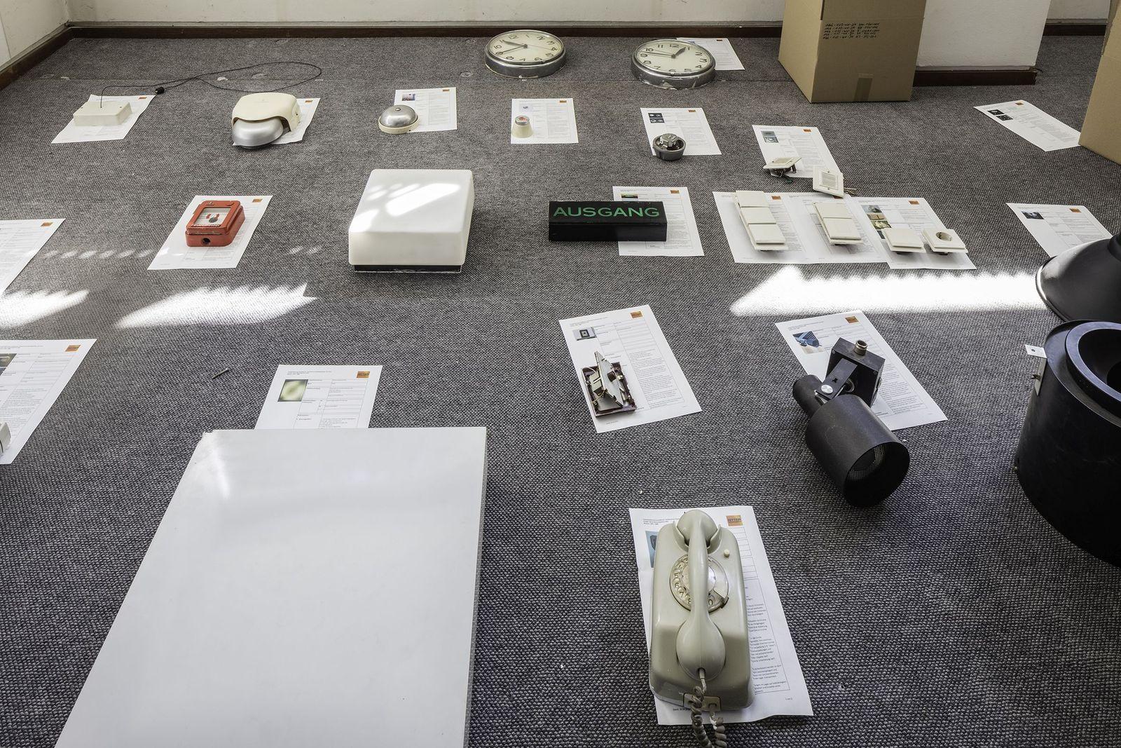Sammlung von Objekten der bauzeitlichen technischen Gebäudeausrüstung zur Einlagerung während der Grundinstandsetzung des Museums. Foto: © Ute Zscharnt für David Chipperfield Architects