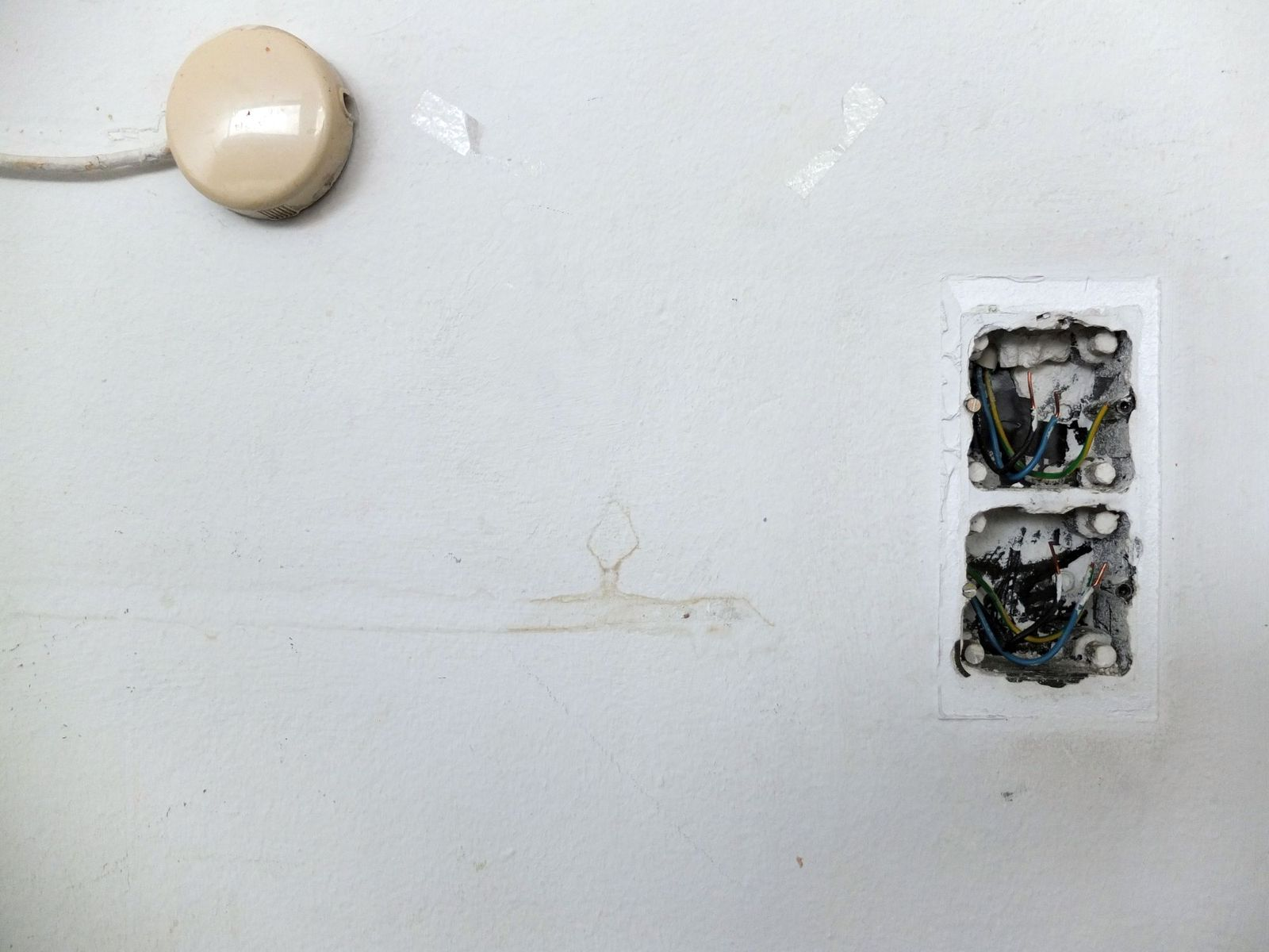 Überbleibsel an der Wand. Foto: schmedding.vonmarlin