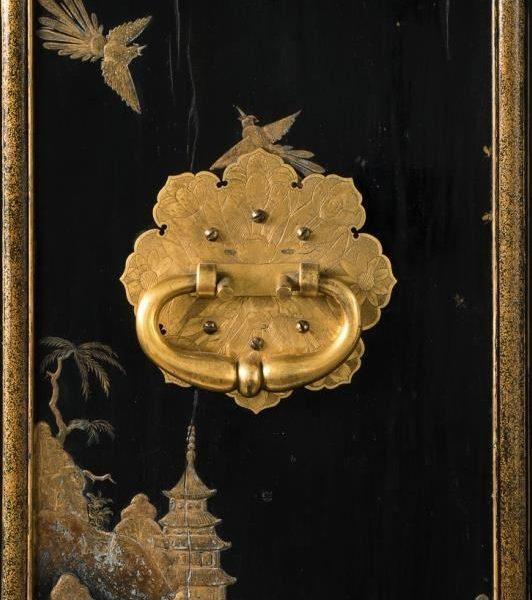 Detail vom Münzschrank: Lackpaneel der rechten Seite © Staatliche Museen zu Berlin, Kunstgewerbemuseum; Foto: Tomasz Samek, Münster