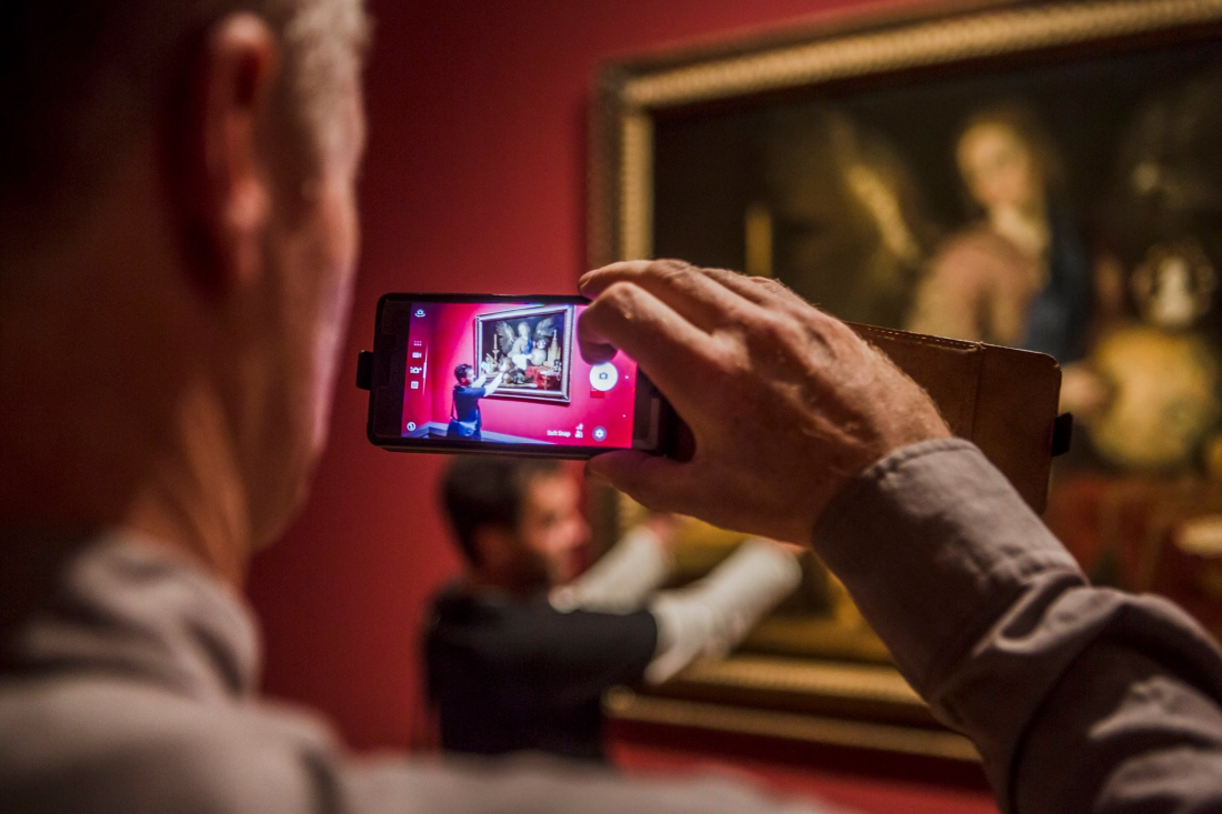Das Smartphone muss natürlich mit © Staatliche Museen zu Berlin / David von Becker