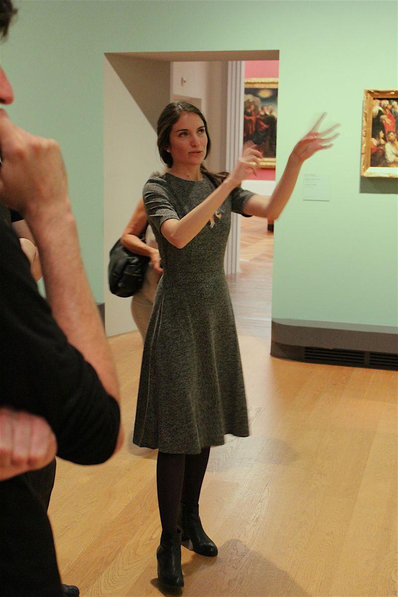Die wissenschaftliche Museumsassistentin Catalina Heroven spricht über die Inszenierung von Personen im Goldenen Zeitalter der spanischen Kunst. Was soll ein Porträt aussagen? Wie haben Künstler an so einem Werk gearbeitet? Und welchen Nutzen und Zweck hatten die Personengemälde aus der Zeit?