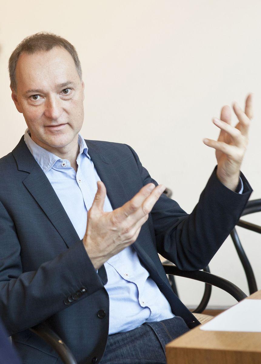Joachim Jäger, Leiter der Neuen Nationalgalerie, im Gespräch. (c) Staatliche Museen zu Berlin, Juliane Eirich