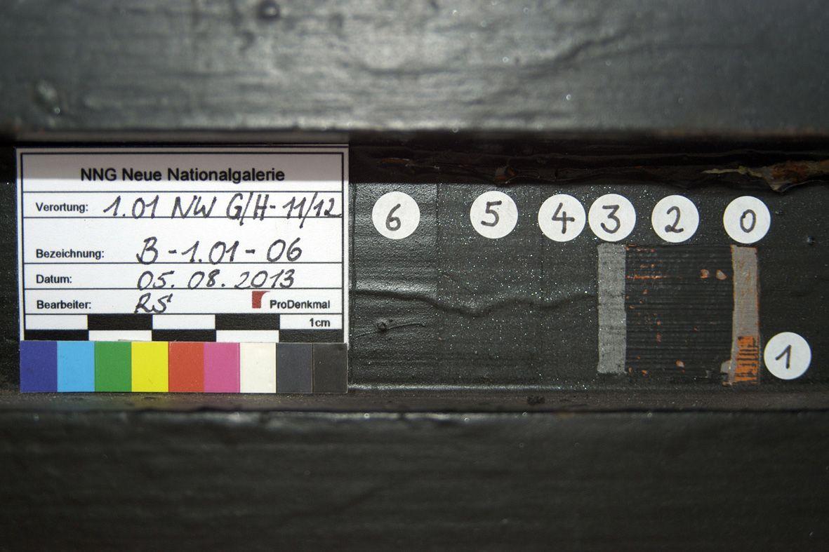 Voruntersuchung der Metallbeschichtung in der Neuen Nationalgalerie. Foto: BBR/ProDenkmal