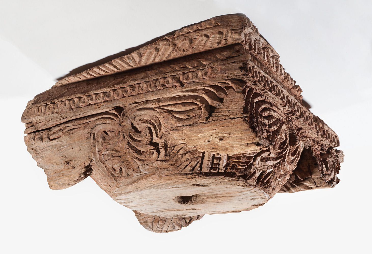 Geschnitztes Holzkapitell aus Ruine K, Kočo, Xinjiang, China, 8. Jh. © Staatliche Museen zu Berlin, Museum für Asiatische Kunst / Jürgen Liepe