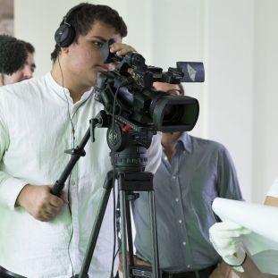 """Kiez Meets Museum: Teilnehmer des Programms """"Joblinge"""" arbeiten im Projekt """"Von Nagel zu Nagel"""" an eigenen Filmen – und lernen dabei die Arbeit im Museum kennen. © Staatliche Museen zu Berlin, 2016, Fotos: Anika Büssemeier"""