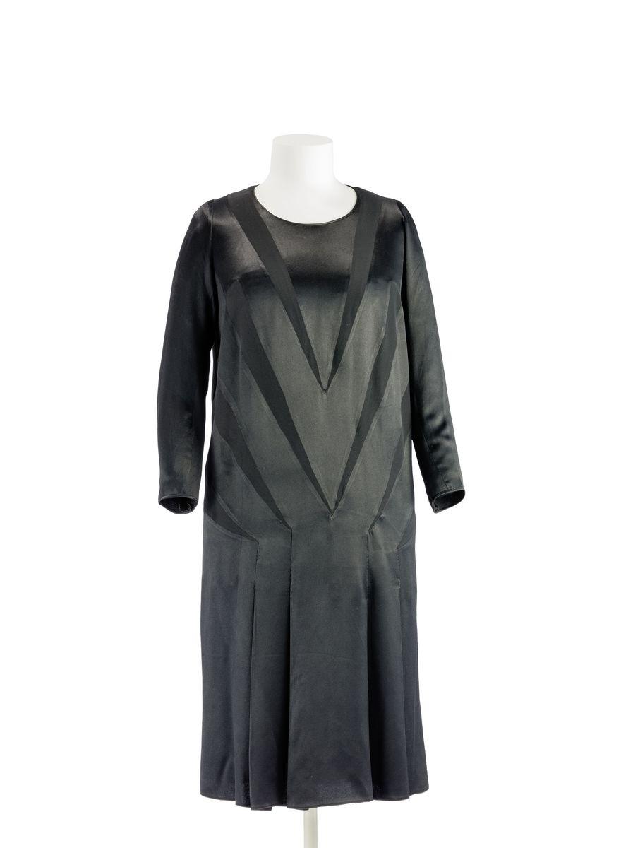 Kleid mit Zackenmotiv Coco Chanel, Paris 1925/26 © Kunstgewerbemuseum der Staatlichen Museen zu Berlin / Stephan Klonk