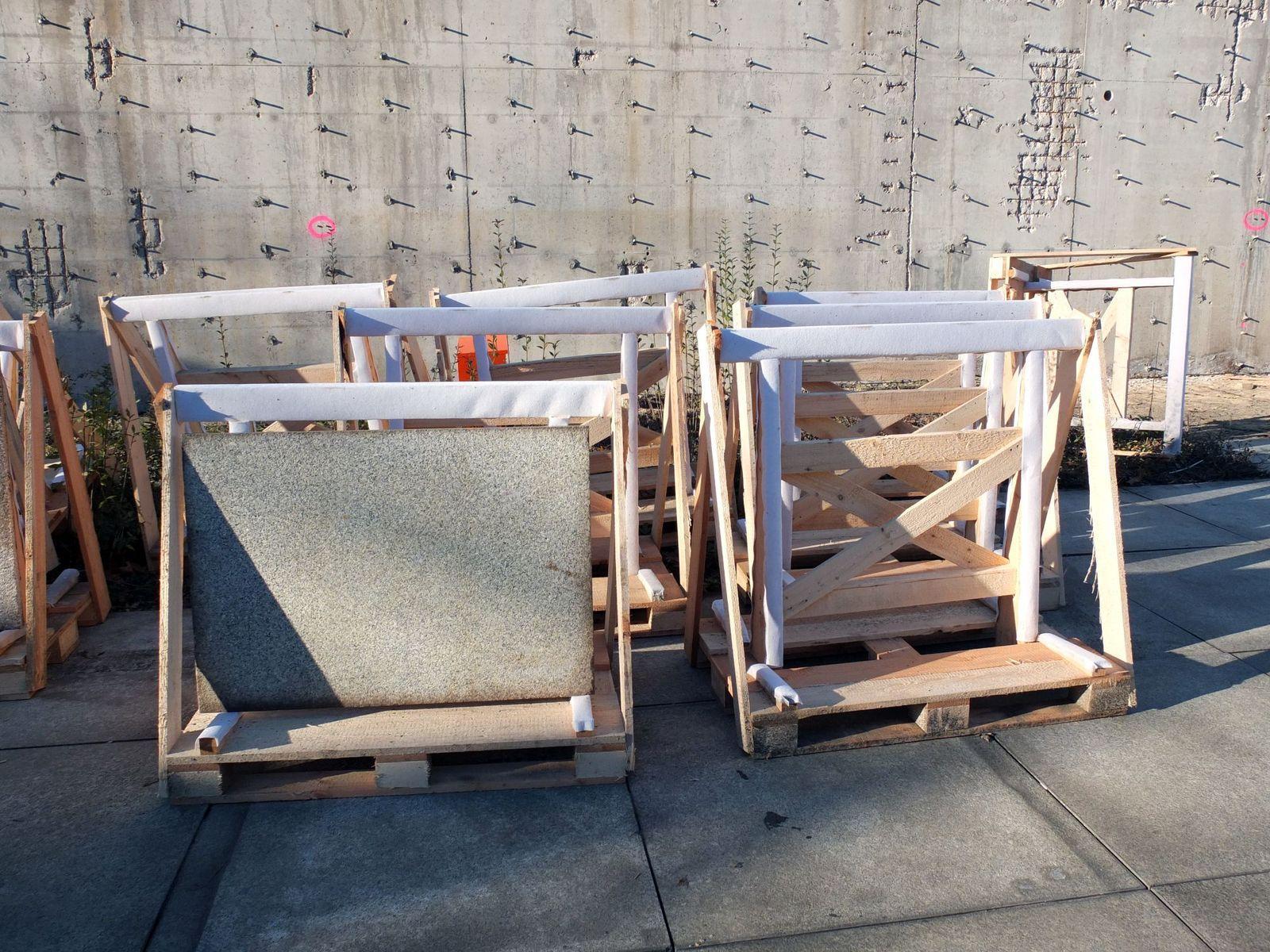 Ständer für den Transport und die Lagerung der Granitplatten. Foto: schmedding.vonmarlin.;