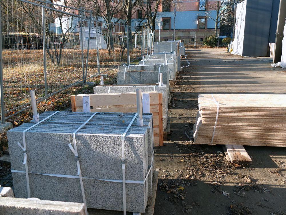 Granitplatten bereit für den Abtransport ins Lager. Foto: schmedding.vonmarlin.;