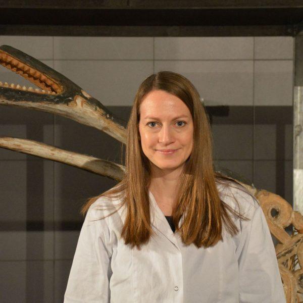Restauratorin Leonie Gärtner im Ethnologischen Museum. Foto: Staatliche Museen zu Berlin