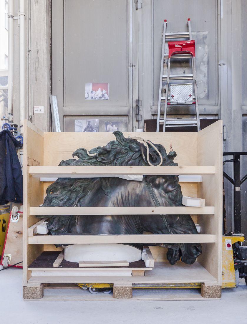 Der Kopf des Pferdes wird für den Transport separat verpackt © Staatliche Museen zu Berlin, Gipsformerei / David von Becker