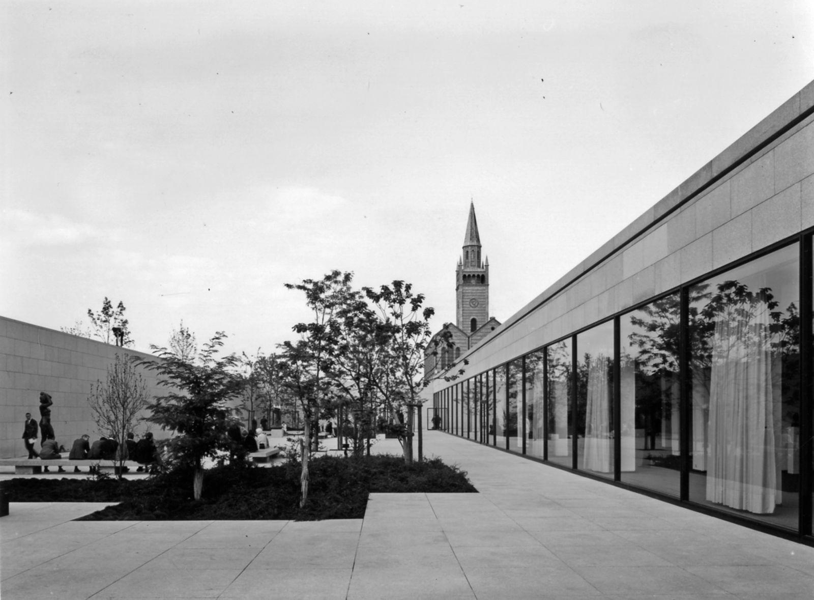 Der Skulpturengarten zur Eröffnung des Museums (c) Staatliche Museen zu Berlin, Zentralarchiv, Reinhard Friedrich;