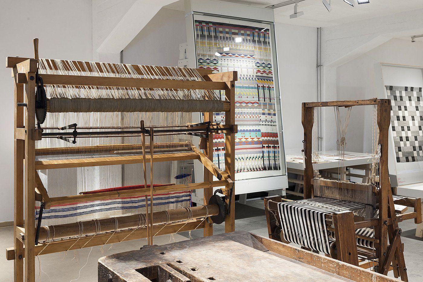 """Ausstellung """"Handwerk wird modern. Vom Herstellen am Bauhaus"""", Bauhausgebäude Dessau, 2017 / Stiftung Bauhaus Dessau, Foto: Thomas Meyer/ OSTKREUZ"""