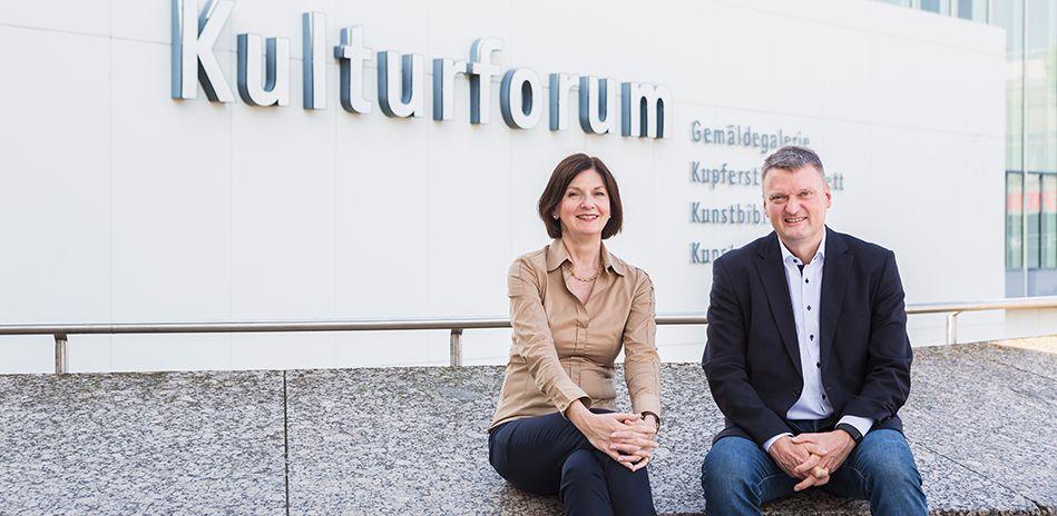 Sabine Thümmler, Direktorin des Kunstgewerbemuseums Berlin und Joachim Brand, Kommissarischer Direktor der Kunstbibliothek. © Foto: David von Becker