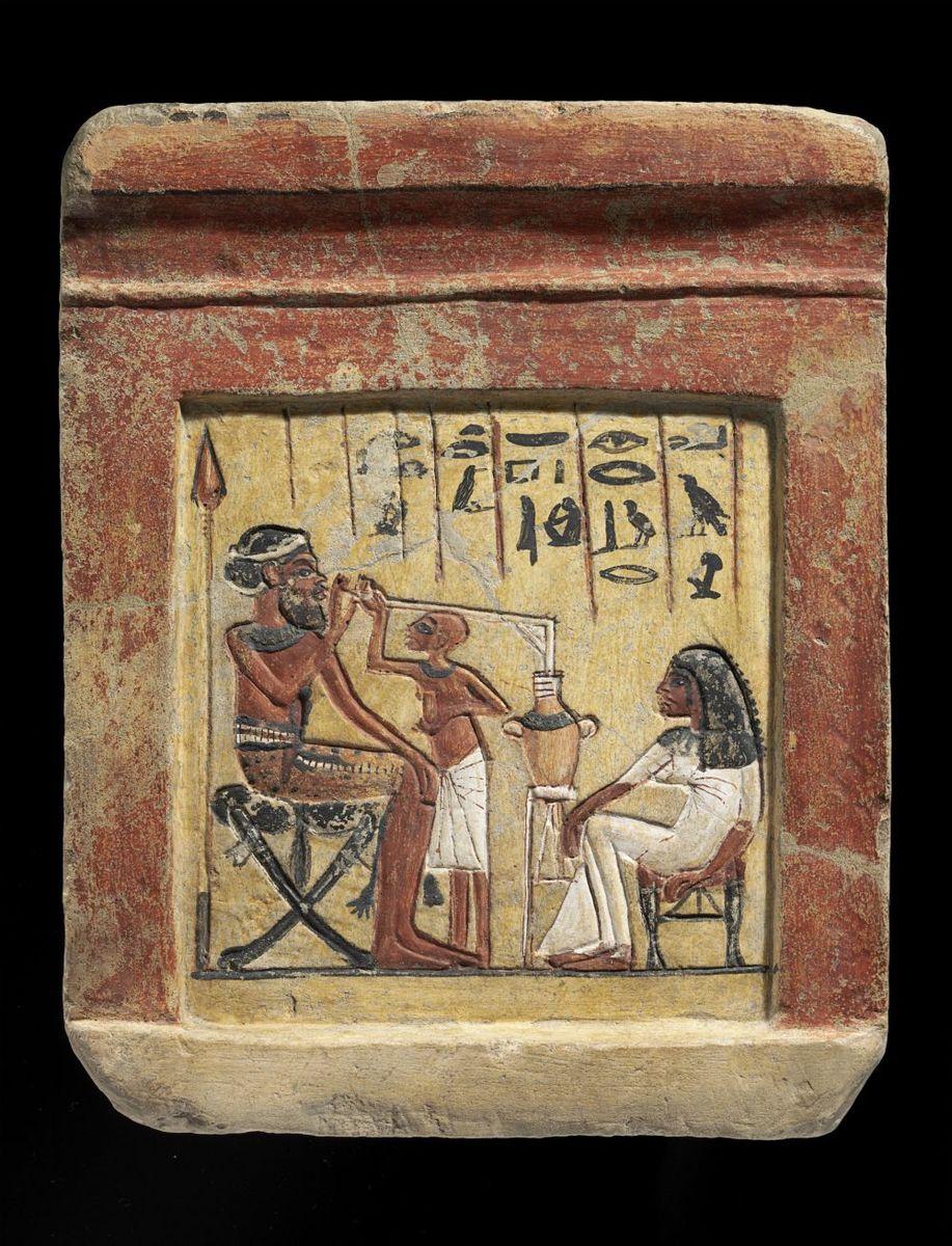 Stele mit Darstellung eines syrischen Söldners beim Biertrinken (1351 - 1334 v.Chr.) © bpk / Ägyptisches Museum und Papyrussammlung, Staatliche Museen zu Berlin / Sandra Steiß