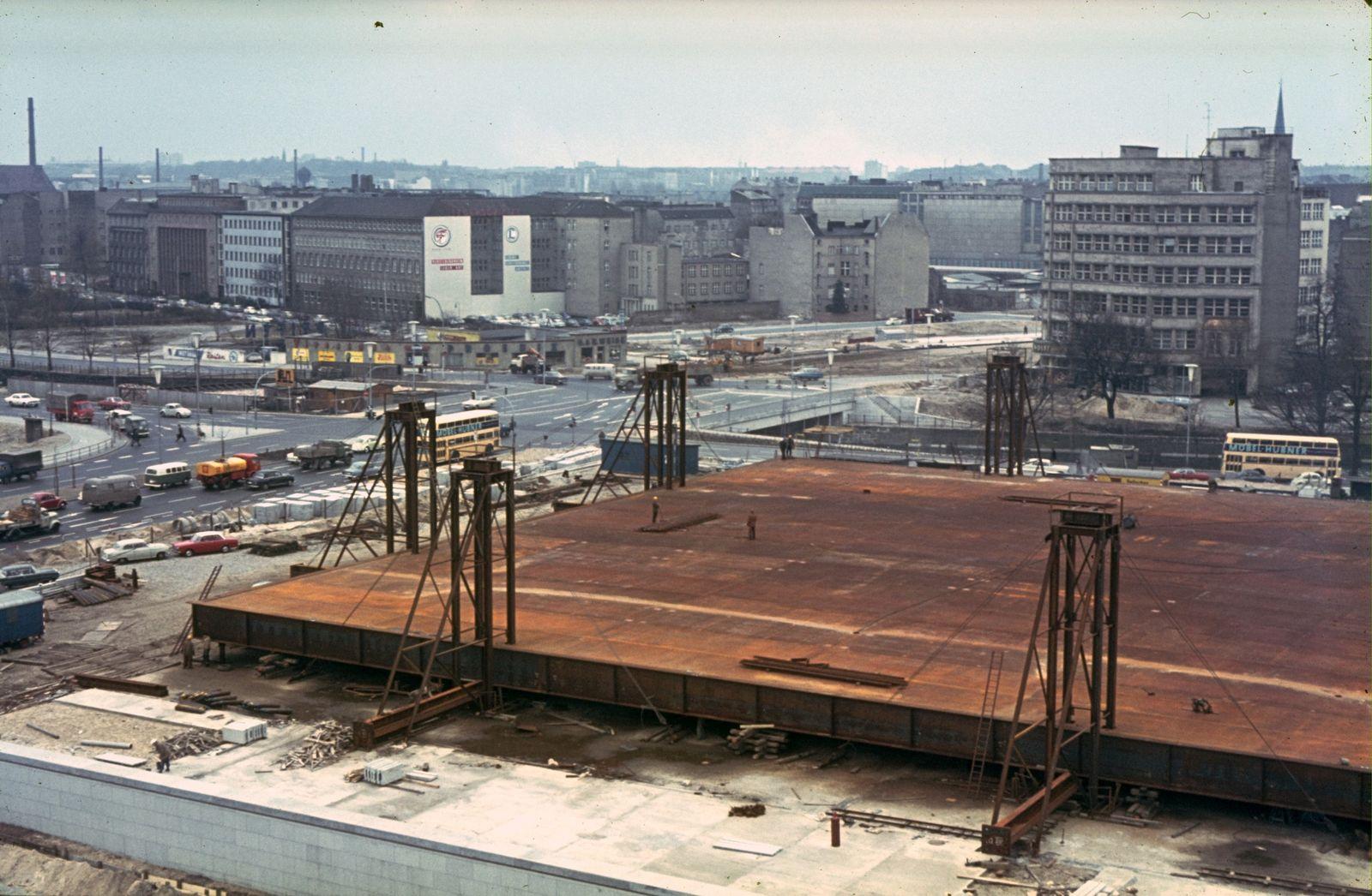 Das Dachtragwerk vor dem Aufbau der Lift-Slab-Anlage. Foto: Heinz Oeter