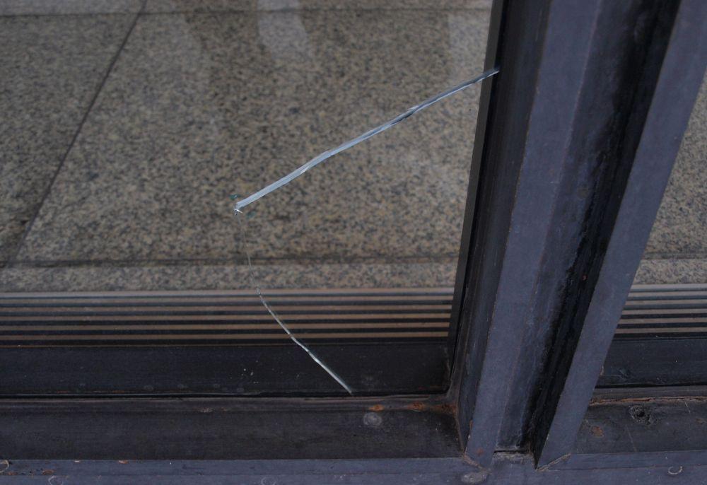 Glasbruch einer Scheibe ©David Chipperfield Architects für das Bundesamt für Bauwesen und Raumordnung (BBR)