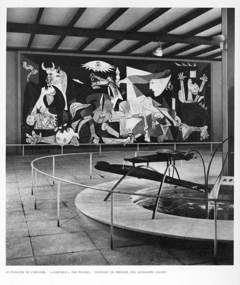 Eingangshalle des spanischen Pavillons mit Pablo Picassos Guernica und Alexander Calders Quecksilberbrunnen, Seite aus den Cahiers d'Art 12, 1937, S. 289