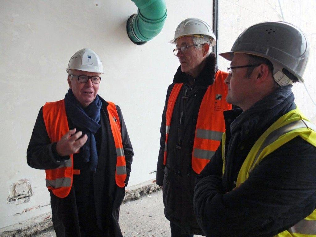 David Chipperfield, Fritz Neumeyer und Daniel Wendler (DCA) diskutieren die Architektur von Mies van der Rohe. © Staatliche Museen zu Berlin / schmedding.vonmarlin.