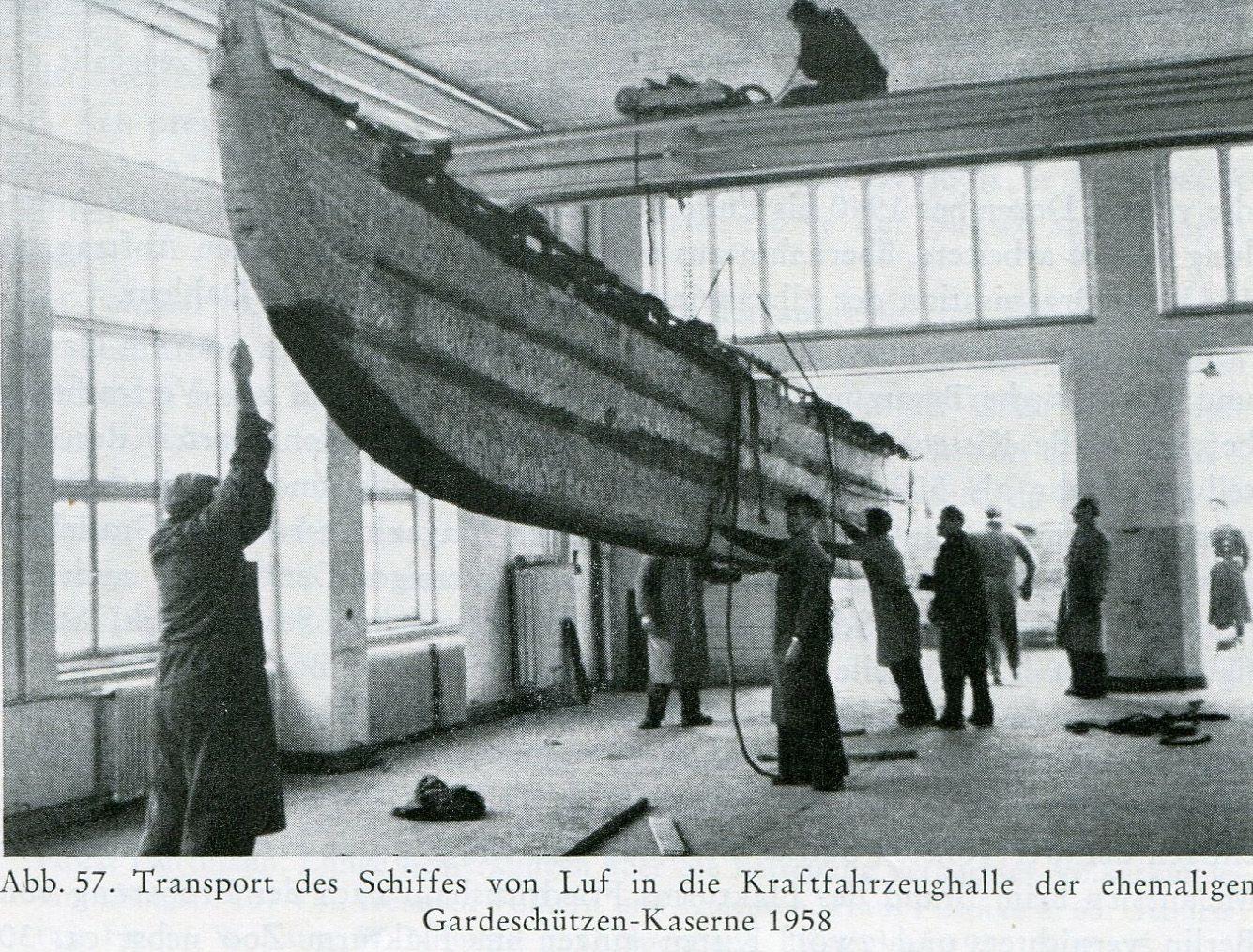 Transport des Luf-Bootes in die Gardeschützen-Kaserne, 1958. ©  Staatlichen Museen zu Berlin - Preußischer Kulturbesitz, Ethnologisches Museum.