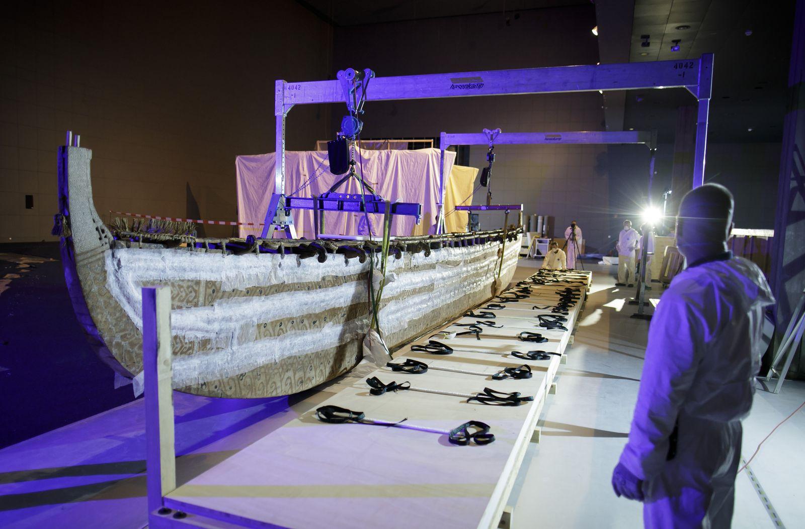 Verlegung des Hochsee Segelboots. ©SPK/photothek.net/Thomas Koehler.