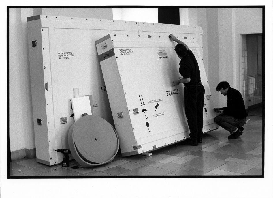 Fertig gepackte Transportkisten in Dahlem am  11.11.1997 ©Staatliche Museen zu Berlin Foto: Erik-Jan Ouwerkerk
