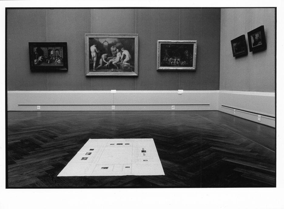 Flämischer Raum in der Gemäldegalerie mit Hängeplan in der Mitte ©Staatliche Museen zu Berlin Foto: Erik-Jan Ouwerkerk