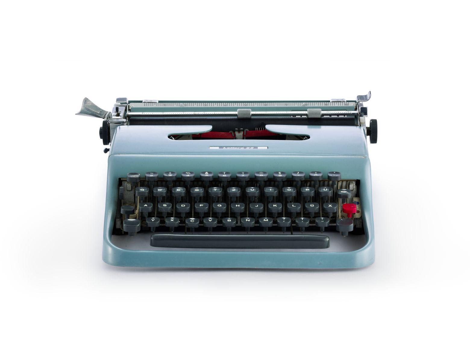 """Schreibmaschine """"Lettera 22"""" von Marcello Nizzoli,1950 ©Staatliche Museen zu Berlin, Kunstgewerbemuseum / Stephan Klonk"""