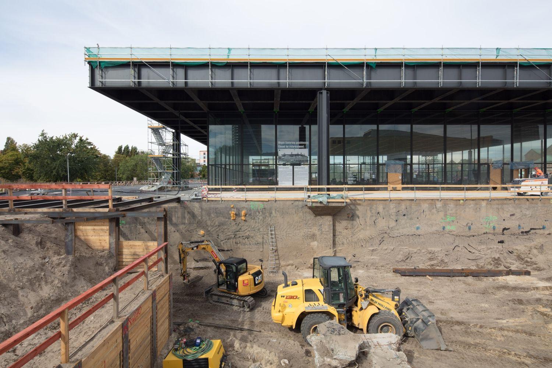 Die Neue Nationalgalerie mit dem Aushub für das neue Depot  © Thomas Bruns
