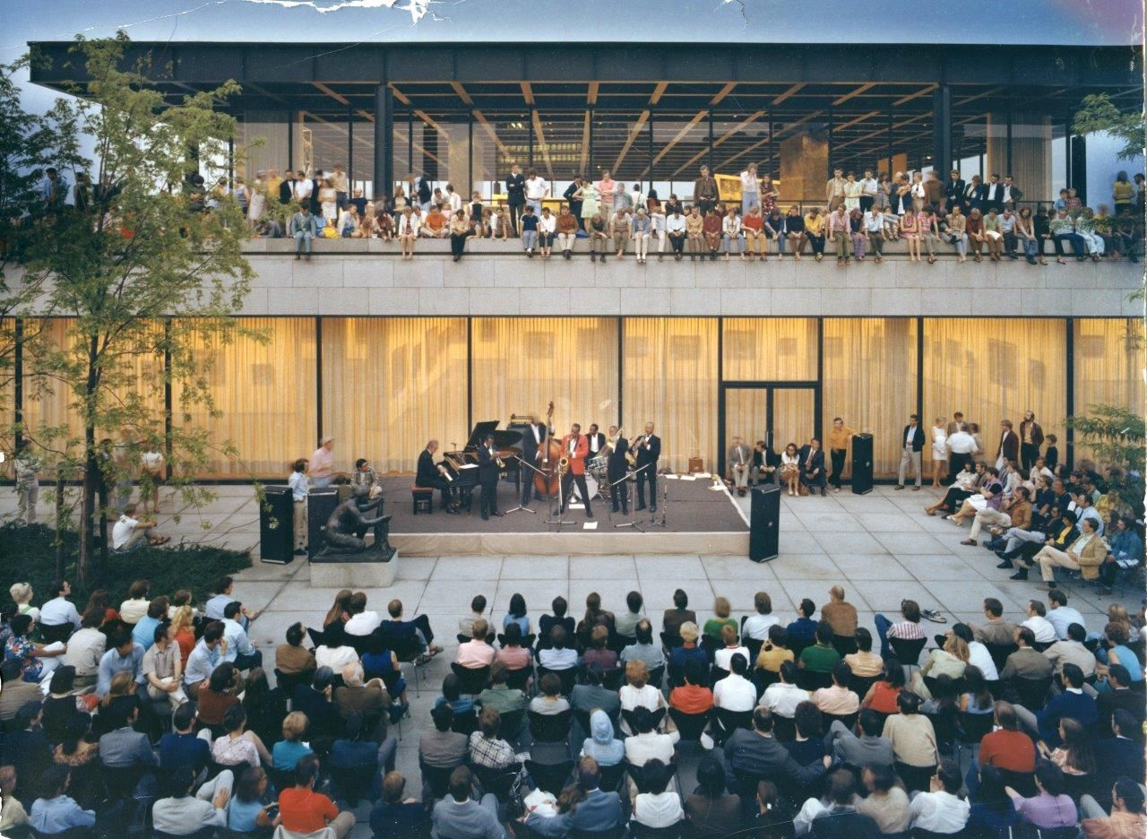 BU: Musikfestivals wie Jazz in the Garden erfreuten sich großer Beliebtheit. Foto: Ludwig Windstosser/Staatliche Museen zu Berlin, Kunstbibliothek