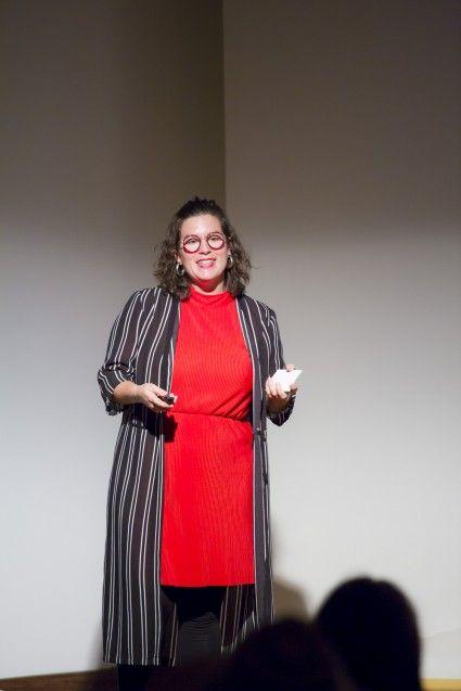 Die Trendforscherin Anna Kunz aus Frankfurt a. M. interessiert sich für die Innovation In-vitro-Fleisch als Alternative zum Vegetarismus. © Staatliche Museen zu Berlin, Kunstgewerbemuseum