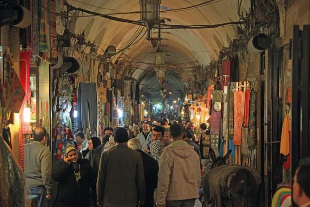 Der Basar in Aleppo, war mit seinen mehr als 1000 kleinen Läden das Herz der Stadt bis er durch den Krieg in Syrien stark in Mitleidenschaft gezogen wurde. © Issam Hajjar, 2011