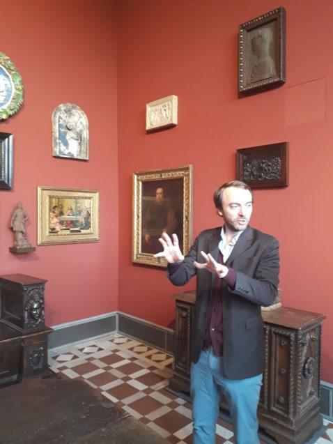Kurator Neville Rowley im Interview über das James-Simon-Kabinett im Bode-Museum. © Staatliche Museen zu Berlin / Sven Stienen
